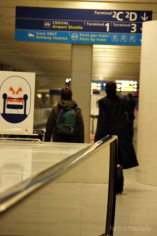 RER(電車)の駅へ向かっています
