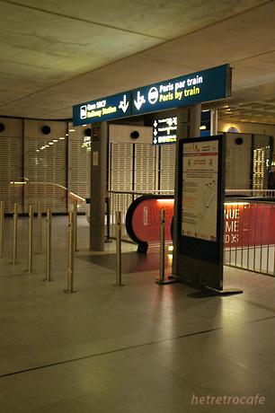 RER(電車)の駅はこの下です