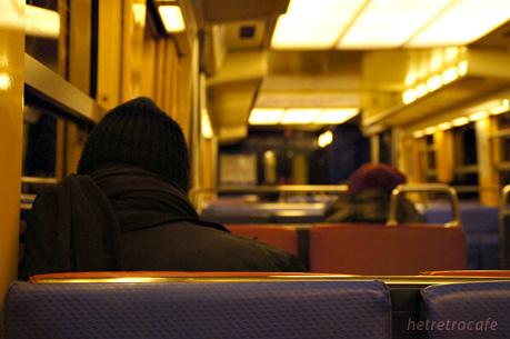 RERの車内 徐々に人が増えます