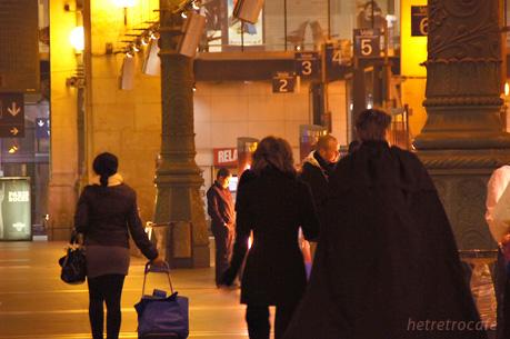 パリ北駅 続々と旅行者