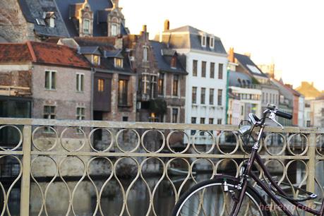 自転車と町並み