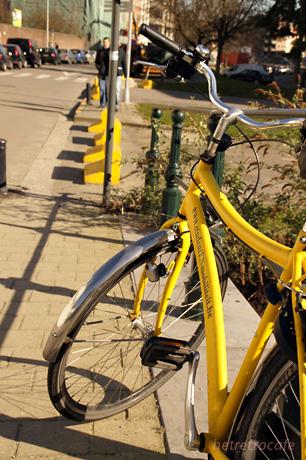 Bisdomkaaiという通りにあった自転車
