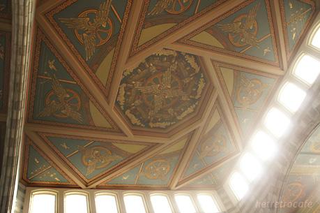 Gent-Sint-Pietersの正面入口の天井
