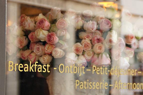 カフェのピンクのバラ
