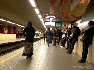 Midi station プレメトロの駅ホーム