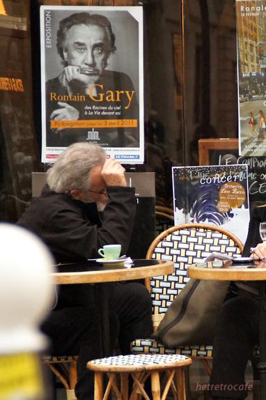 ヨーロッパのカフェはおじさんが似合う