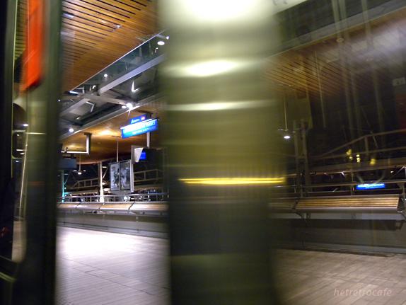 空港へ向かう途中の駅