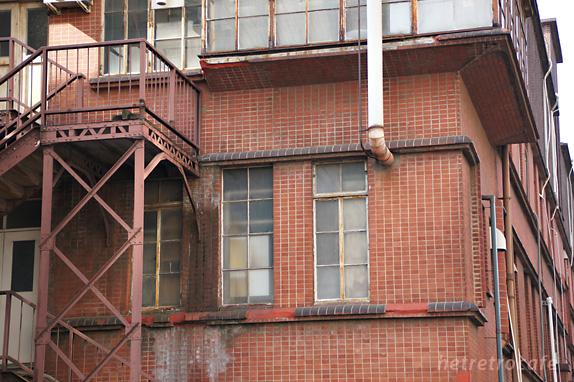 東大病院の横の建物