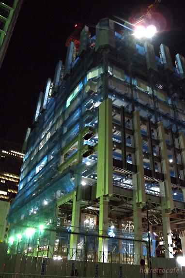 日経本社建設中